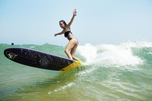 Justine-Mauvin-Surfing-jolie-ondes-Biarritz-festival-de-surf