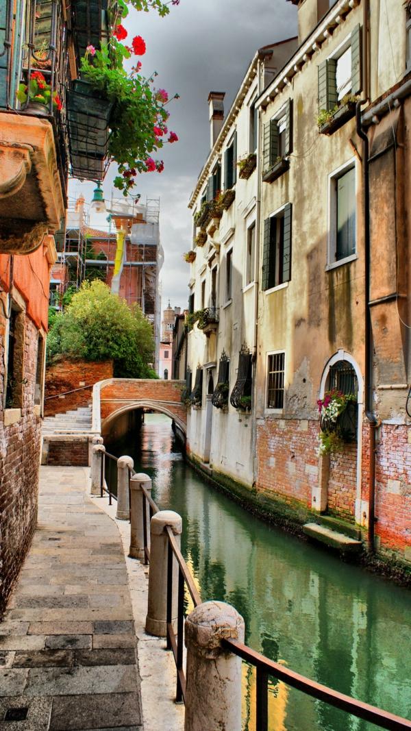 L'Italie-Les-vues-de-Venise-jolies-belles-monuments-canals