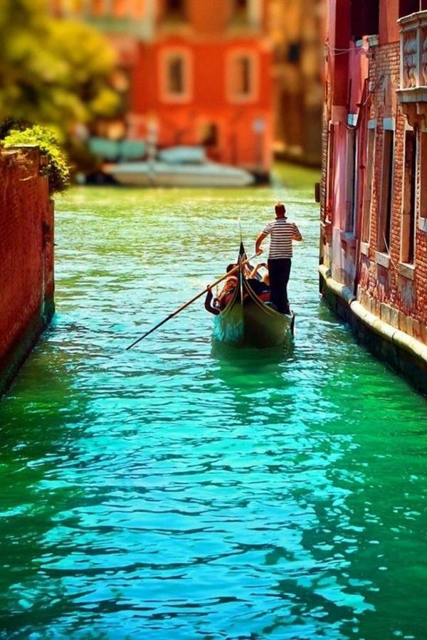 La-jolie-ville-de-Venise-que-voir-gondole-couleurs-resized