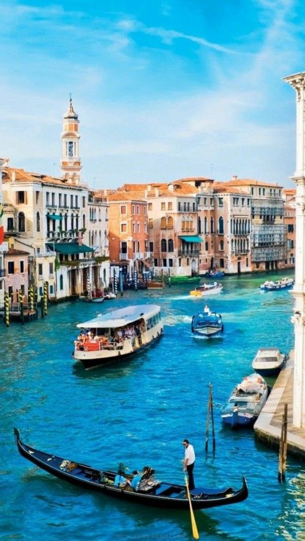 Les-vues-de-Venise-jolies-belles-monuments-le-canal-bleu