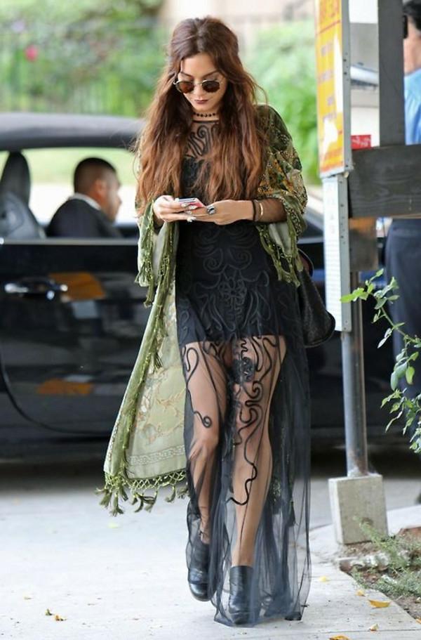 Petite-robe-noire-en-style-hippie-pour-tous-les-jours