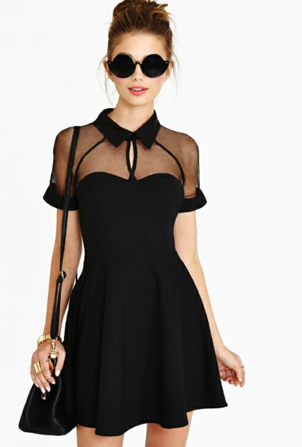 Petite-robe-noire-moderne-et-stylée