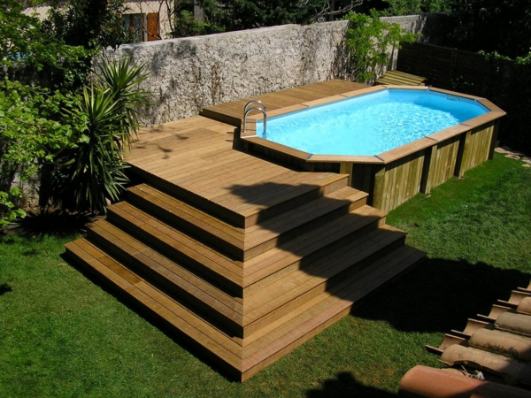 Votre piscine semi enterr e 30 id es cr atives for Piscine tubulaire bois