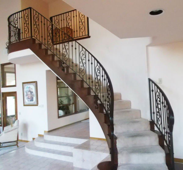 Plain-wall-color-and-round-lamp-form-and-fascinating-modern-stairs-and-railings-model-and-picture-and-electric-switch-and-floortile-915x848-resized