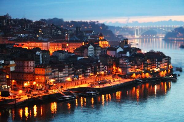 Portugal-Lisbonne-paysage-une-rivière-maisons-resized