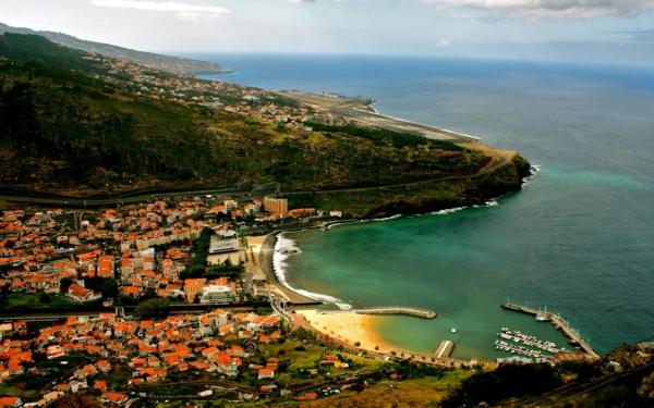 Portugal-baie-maisons-nature-océan-resized
