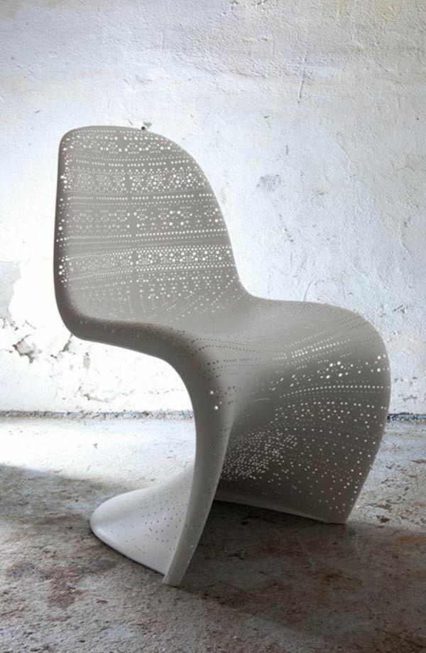 Une-chaise-berçante-blanc