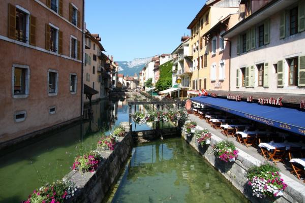 Venise-visite-à-ne-pas-manquer-le-canal-avec-les-maisons-resized