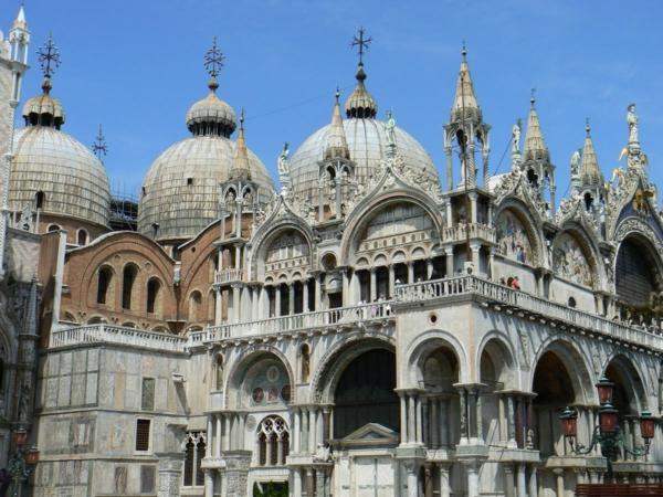 Venise-visite-à-ne-pas-manquer-les-toits-de-la-basilique-saint-marc-resized