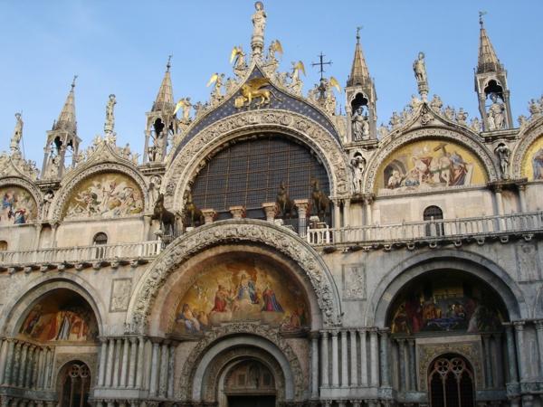 Visiter-venise-les-places-à-ne-pas-manquer-église-resized