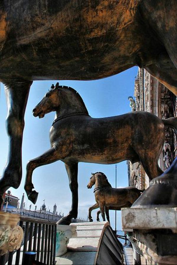 Visiter-venise-les-places-à-ne-pas-manquer-des-chevaux-monumentals-resized