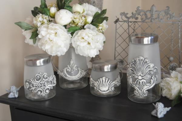 accessoires-de-maison-vase-ou-bocal-style-gustavien-avec-fleurs