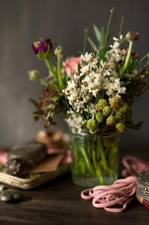 ambiance-joviale-dans-le-salon-avec-jolie-fleur