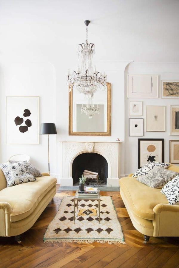 ambiance-séjour-en-jaune-sofa-bien-aménagé