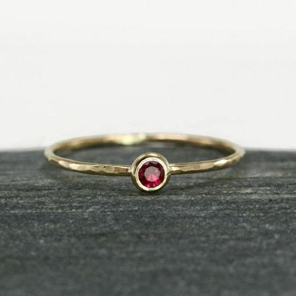 anneau-simple-or-jaune-et-rubis-ronde-petite