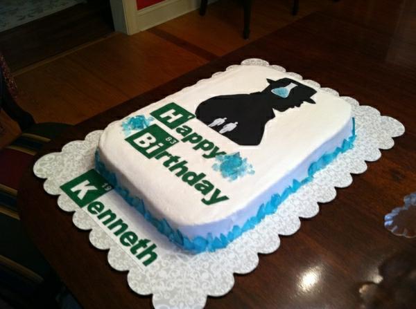 anniversaire-originale-avec-un-gâteau-à-thème-populaire-braking-bad