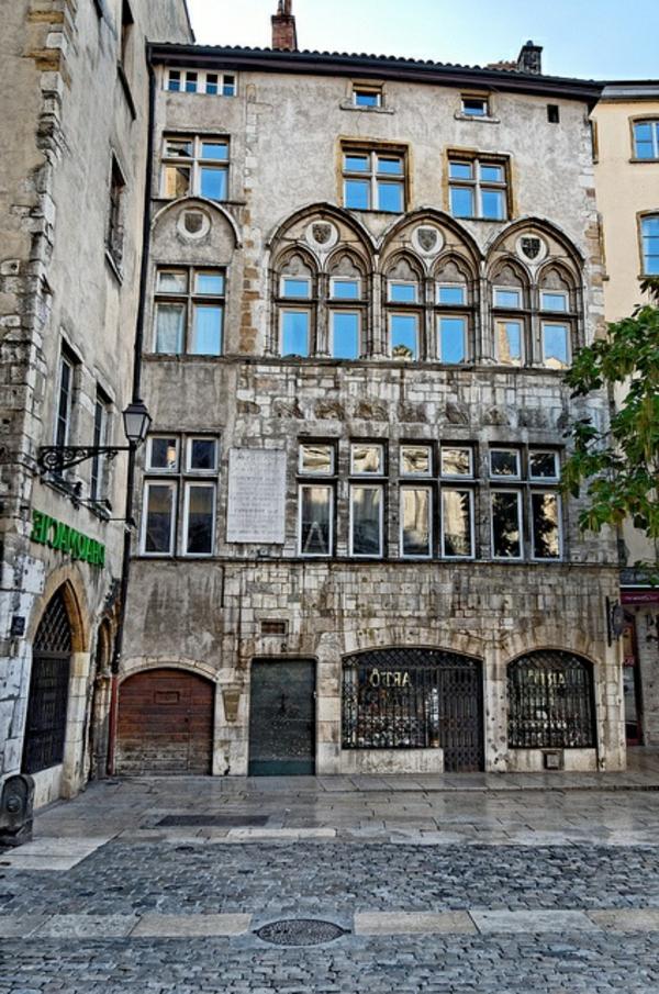 architecture-ancienne-gothique
