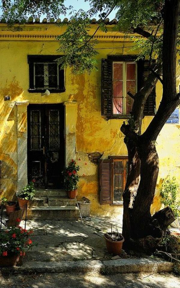 architecture-ancienne-grecque-maison-jaune