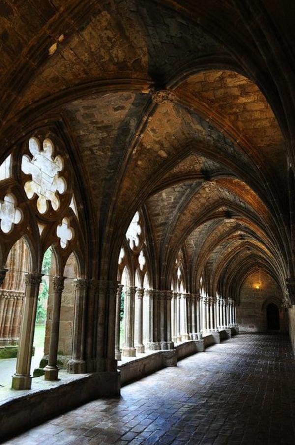 architecture-gothique-couloir