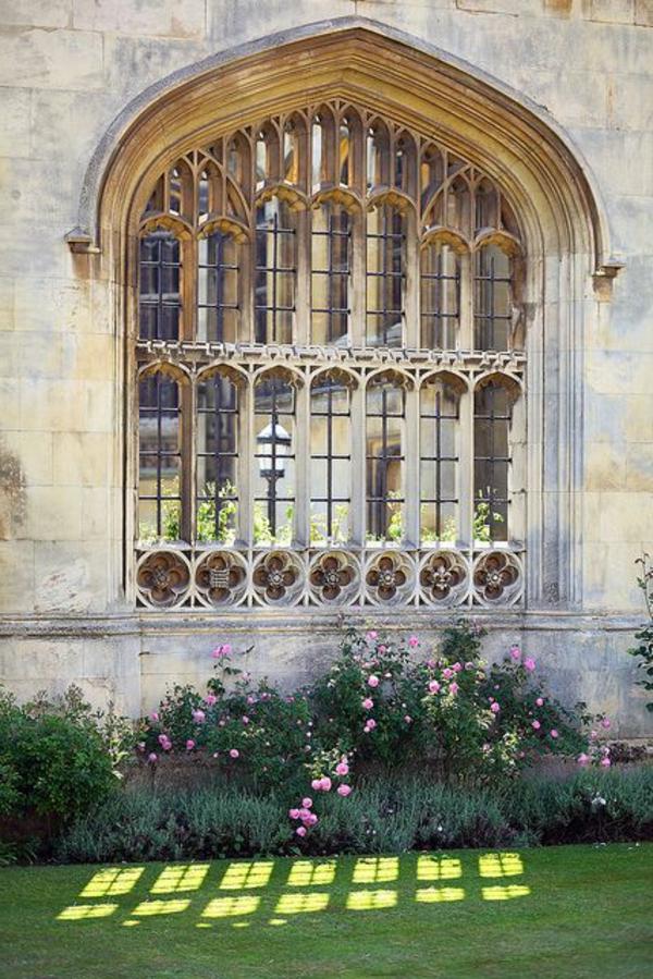 architecture-gothique-pour-fenetre