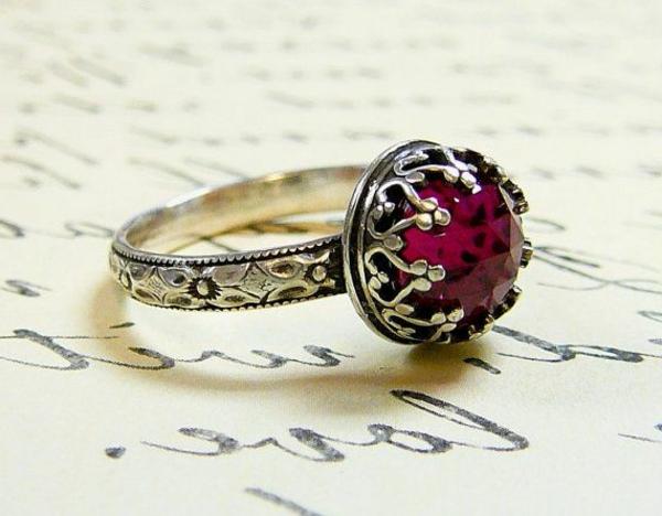 argent-et-rubis-bague-rouge-accessoire-luxe