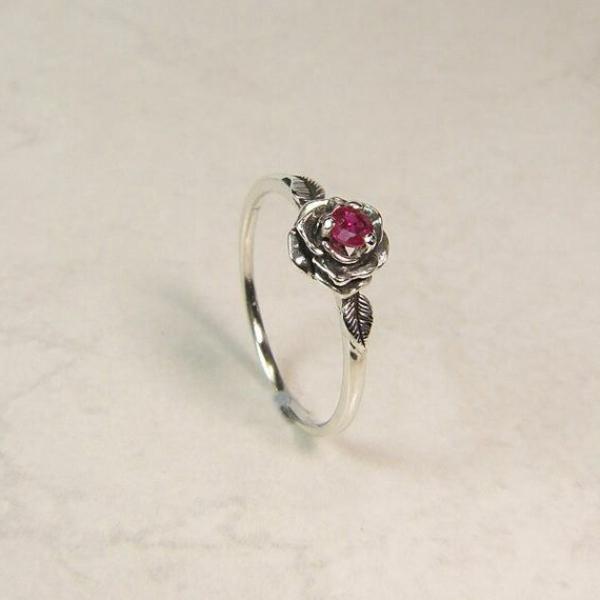 bague-rubis-rouge-accessoire-luxe-jolie-rose