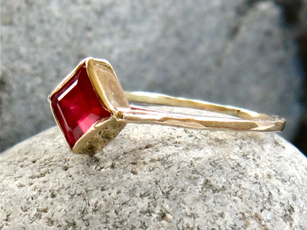 bague-rubis-rouge-accessoire-or-jaune-resized