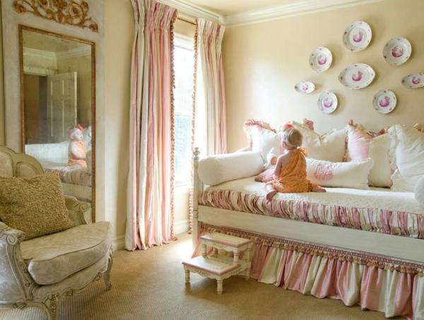 banquette-lit-dans-une-chambre-adorable-style-art-déco