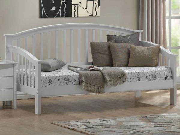 banquette-lit-design-stylé-en-blanc