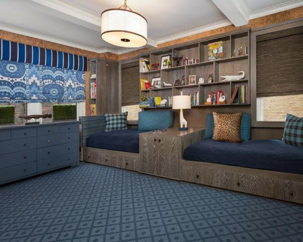 banquette-lit-deux-banquettes-lits-et-un-tapis-bleu-dans-une-chambre-de-garçon
