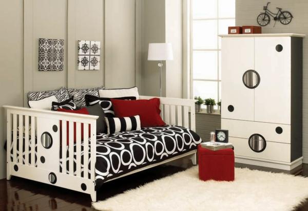 banquette-lit-une-chambre-adorable-couettes-géométriques