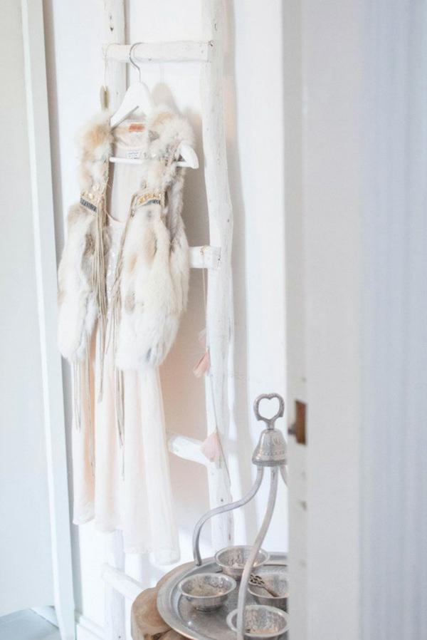 belle-echelle-portemanteau-robe-tenue-de-jour