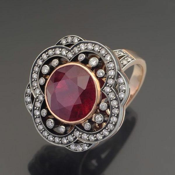 bijou-à-la-forme-de-fleur-luxe-or-et-rubis