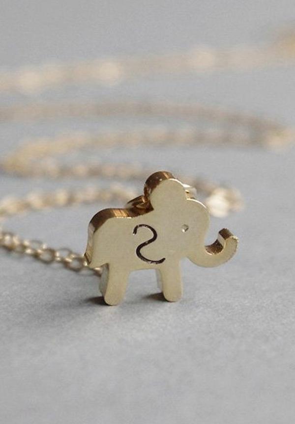 bijoux-gravés-lettre-en-forme-de-éléphant