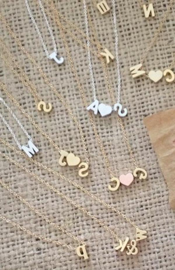 bijoux-gravés-lettres-femme