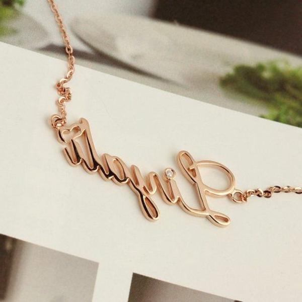bijoux-gravés-toujours-cadeau-convenable