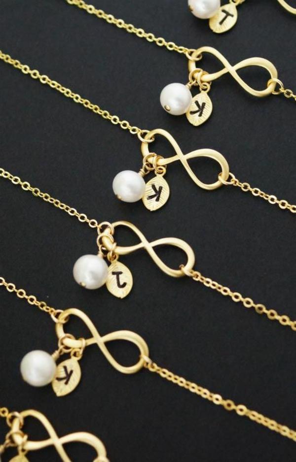bijoux-lettre-gravéе-femme
