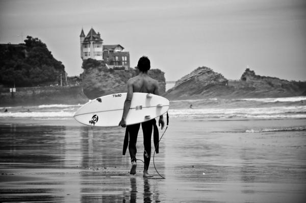 blanc-et-noir-surf-Biarritz-océan-chateau