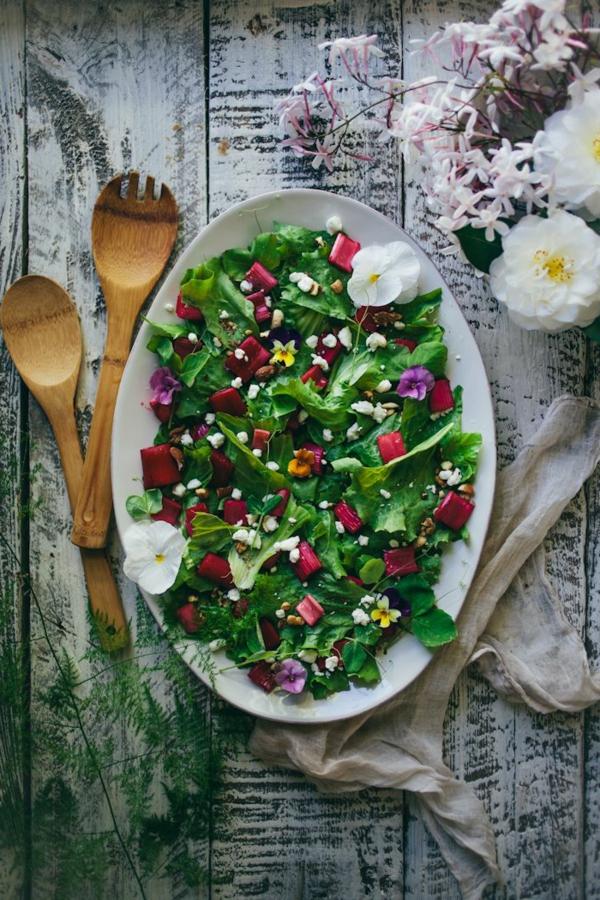 fleurs-comestibles-bon-appétit-avec-la-salade-des-fleurs