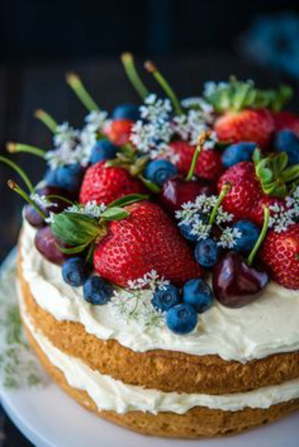 fleurs-comestibles-bon-appétit-avec-le-gâteau-des-deux