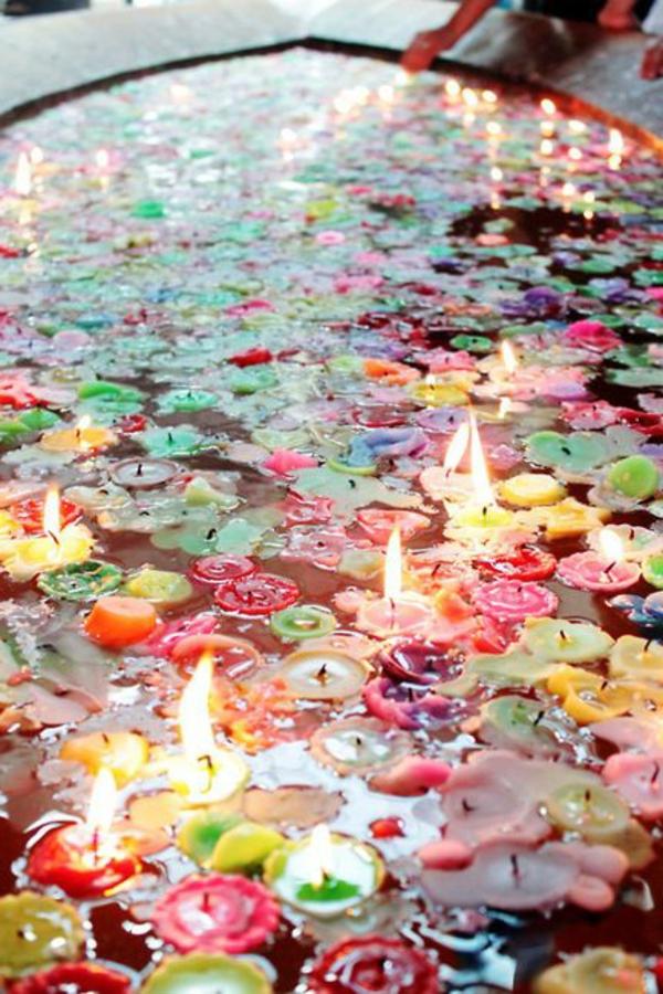 bougie-colorée-dans-eau
