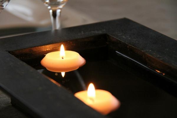 bougie-eau-table-noir-assiette