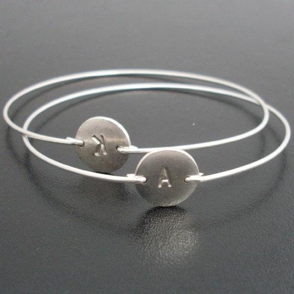 bracelets-lettre-gravée-argent