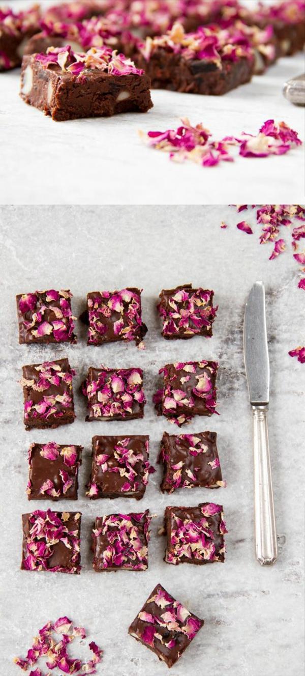 brownies-avec-fleurs-rouges-délicieuses