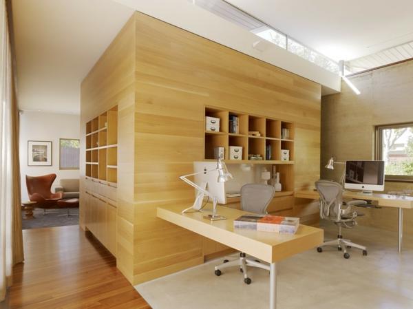 bureau-moderne-construction-massive-en-bois-clair-bureau-et-etagères