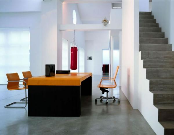 bureau-moderne-à-la-maison-un-escalier