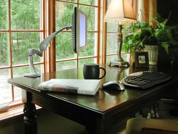 bureau-moderne-un-grand-bureau-massif