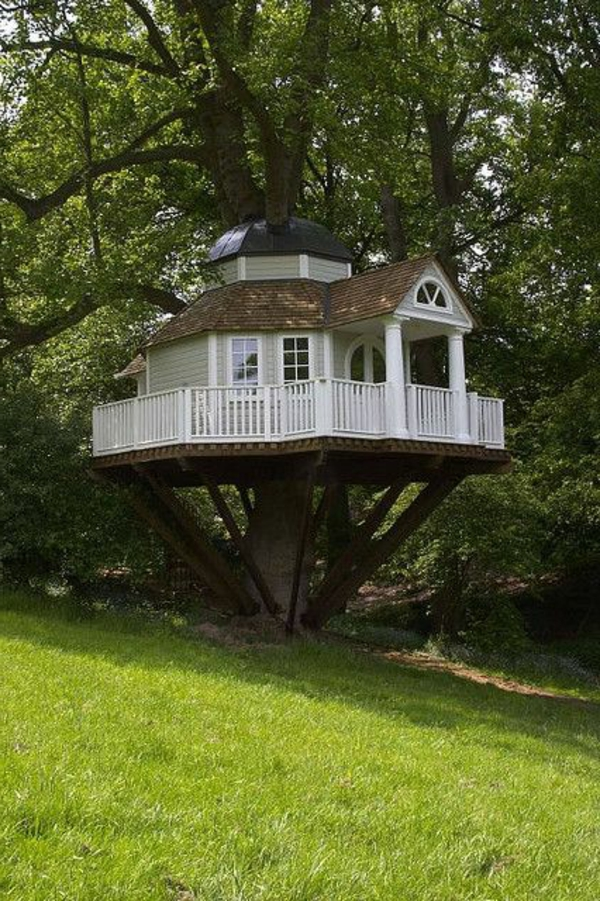cabanes-dans-les-arbres-maisonette-blanche-et-belle
