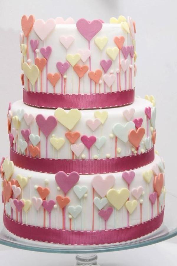 cadeau-pour-amoureux-gâteau-avec-coeurs