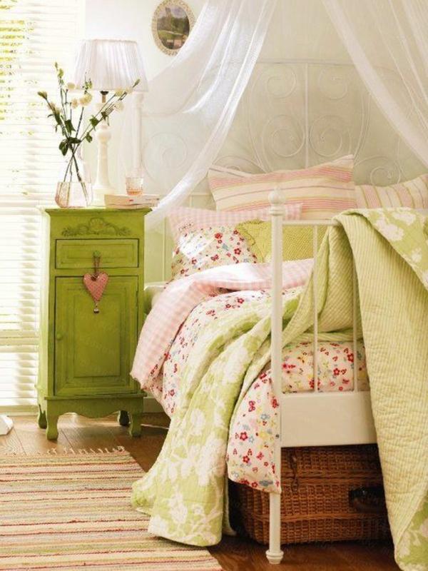 décorer-sa-chambre-calme-chambre-vert-jolie-couleurs-rose-couverture-canapé-lit